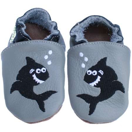 chaussons cuir bebe brodé requin gris