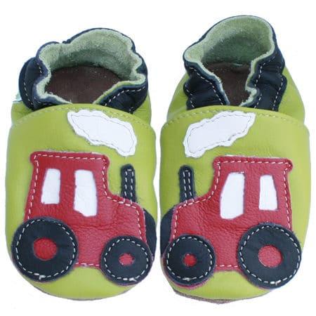 Chaussons cuir souple bébé tracteur rouge fond vert